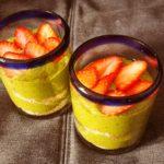 Green bowl súper proteínico con avena y fresas