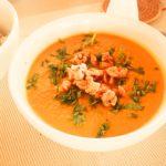 Crema de calabaza y zanahoria con cacahuetes caramelizados