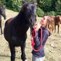 CONTRA Rosa Galindo  actriz y recuperadora de cavallos