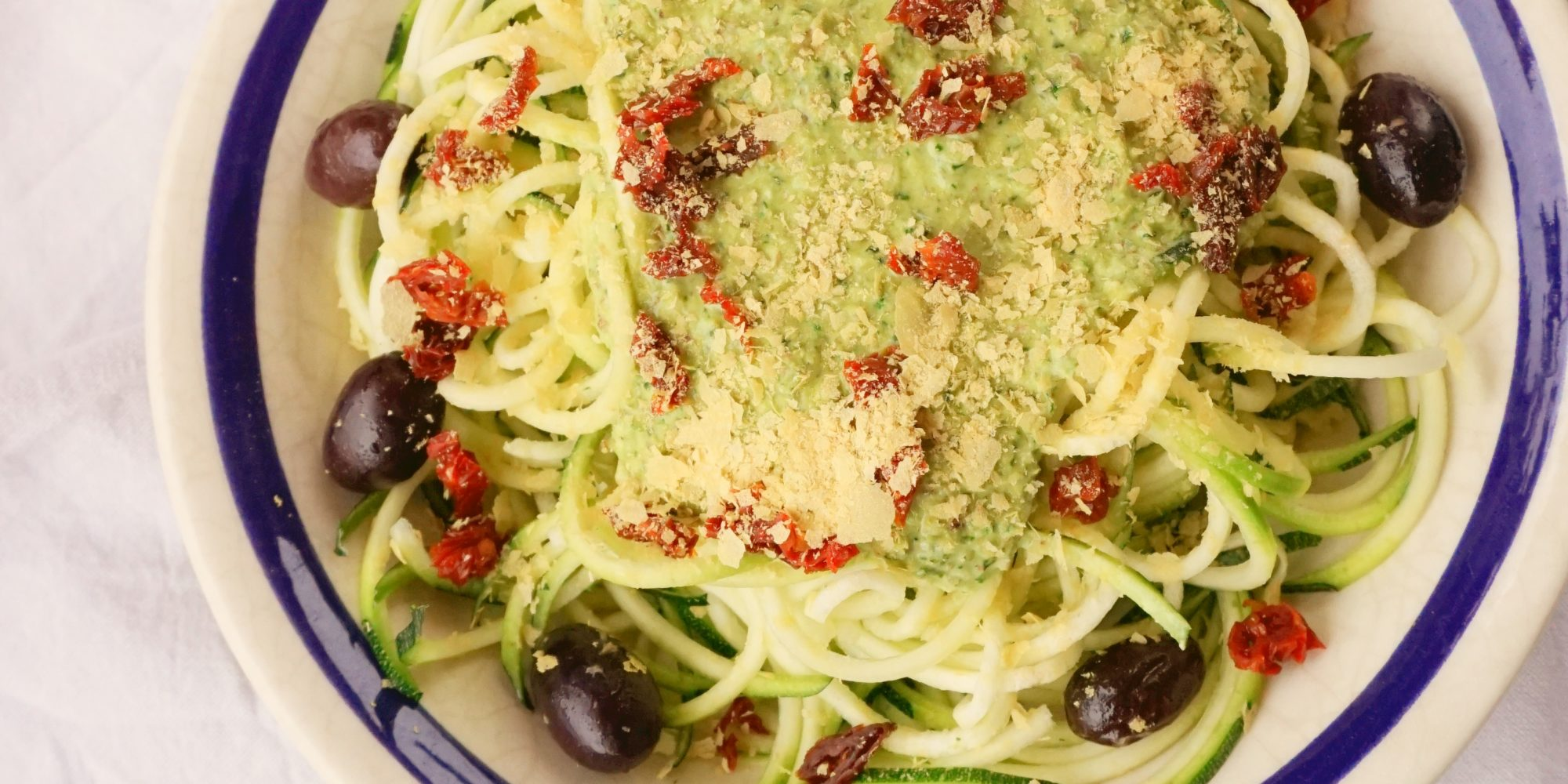 comer. espaguetis pesto kale