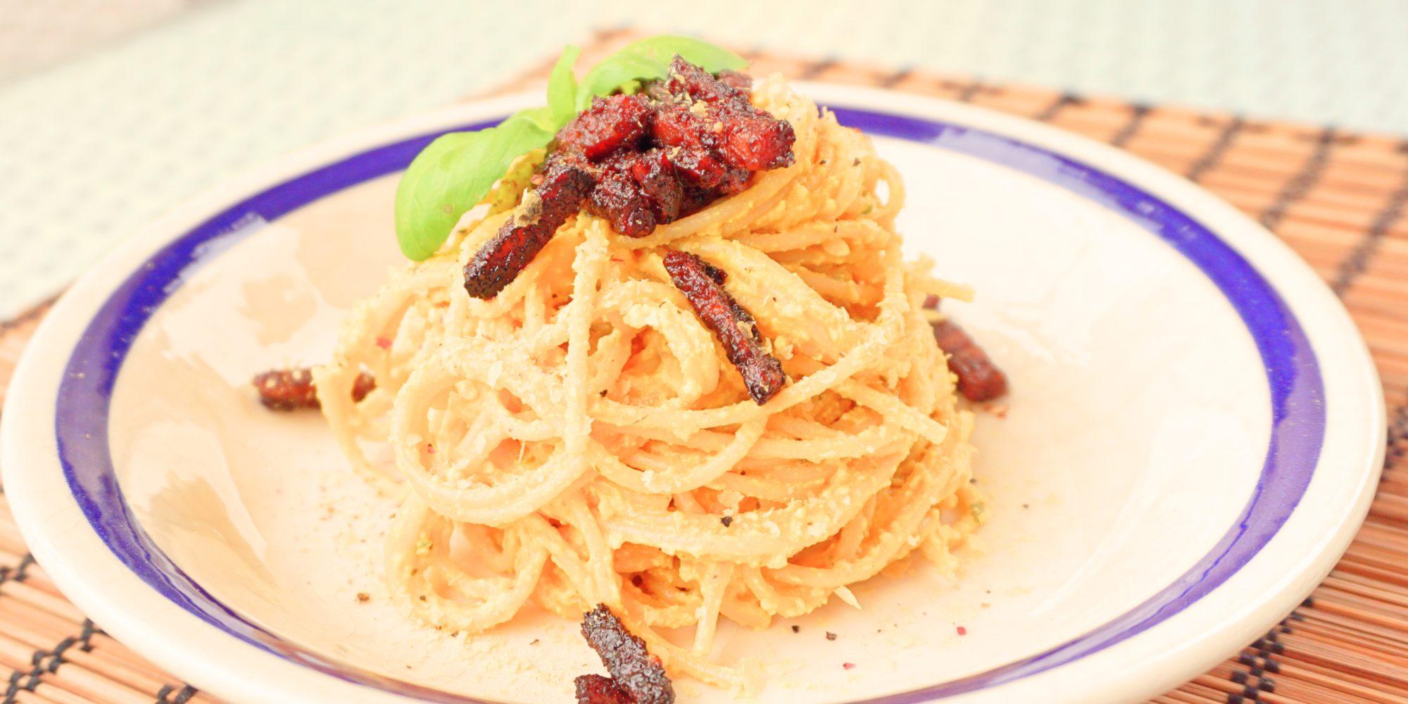 comer. espaguetis a la carbonara